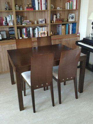 Mesa extensible y sillas