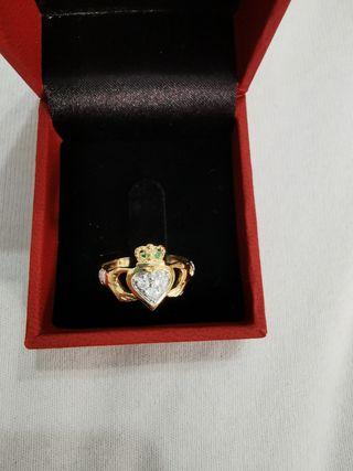 conjunto de anillo y pendiente