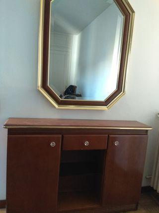 Cómoda y espejo vintage.