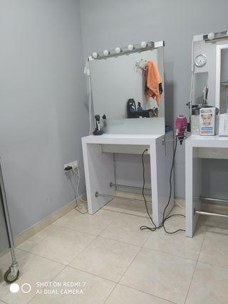 tocador de peluquería, cristal por ambos lados