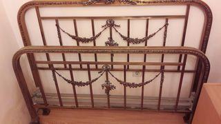 Estructura metálica clásica de cama de matrimonio