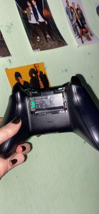 Xbox One controller (read desc)