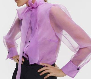 Blusa en organza lila Zara
