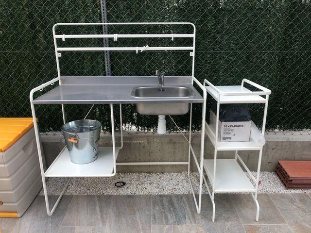Cocina exterior con mueble auxiliar