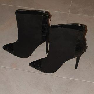 Zapatos negros de tacón NUEVOS