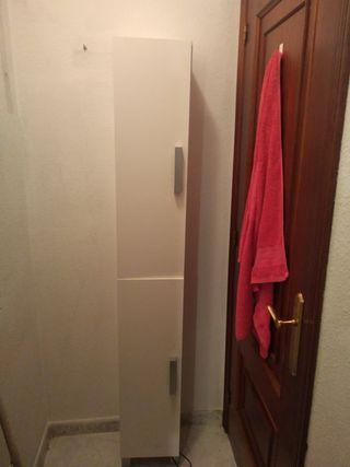 Armario columna cuarto de baño.
