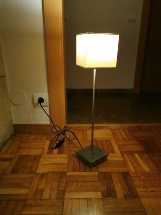 lámpara luz cálida de metal y vidrio