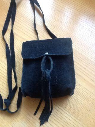 Bolso pequeño de ante negro