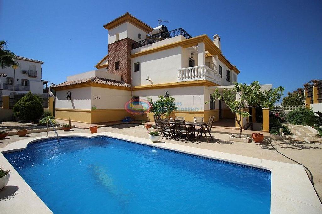 Villa en venta en Torre del Mar en Vélez-Málaga (Nerja, Málaga)