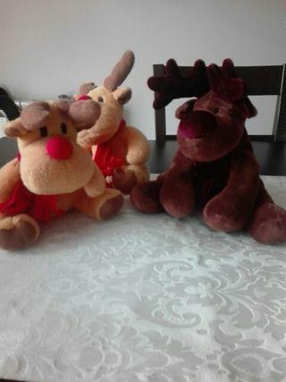 tres renos de peluche