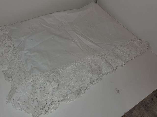 sábana encimera vintage bordadas y encaje tejido