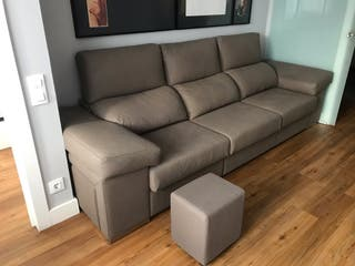 Sofa muy nuevo con 4 reposapiés