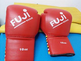 guantes y saco de boxeo