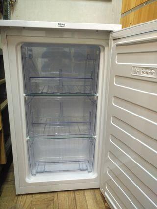 Congelador bajo encimera BEKO FS1 66020