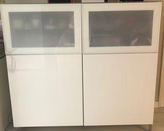Mueble Ikea salón blanco con vidrio templado