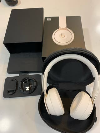 Auriculares Beats Pro 2020 blancos