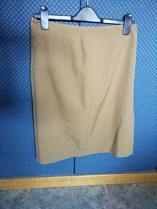 Falda color marrón claro