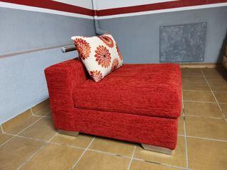 Puf de ropa color rojo
