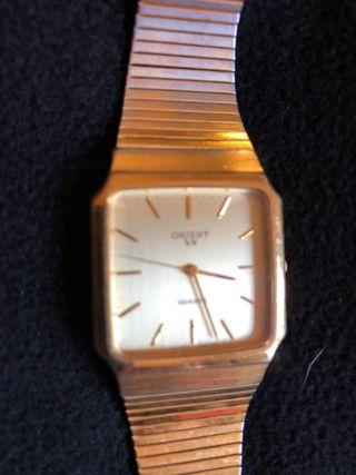 Reloj dorado pulsera