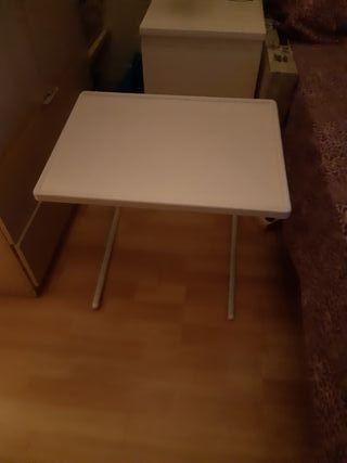 Mesa auxiliar plegable