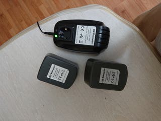 Cargador con 2 baterías marca Orbegozo.