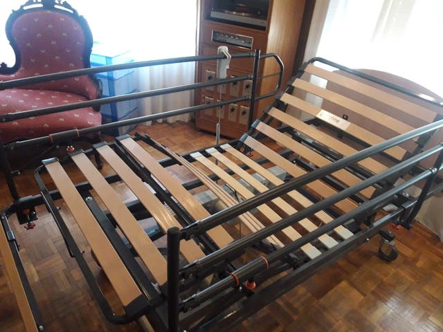 cama plegable y colchón viscoelastico antiescaras