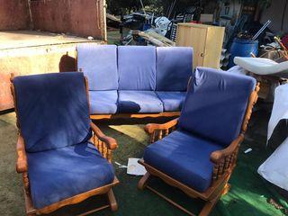 sillones de madera en buen estado