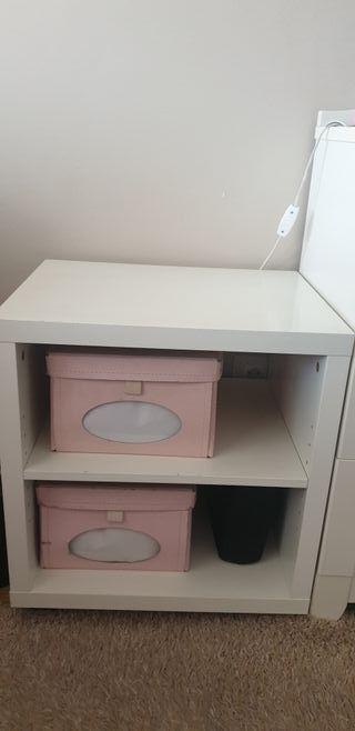 Mueble blanco ikea, con dos baldas, buen estado.
