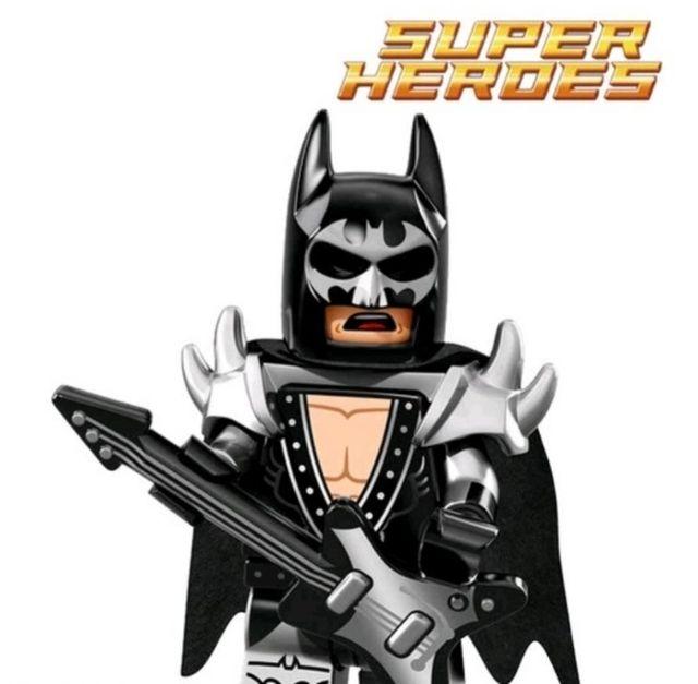 figura nueva de Batman con guitarra eléctrica