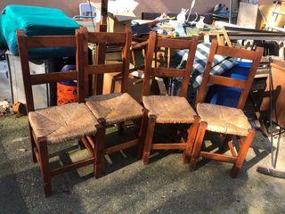 cuatro sillas de madera en muy buen estado