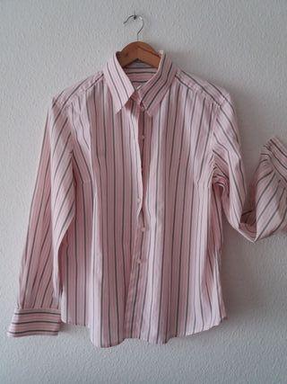 Laia. camisa de Carolina Herrera