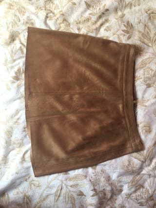Falda corta ante marrón Stradivarius 40