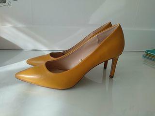 zapatos de salon sin estrenar T.40 color mostaza