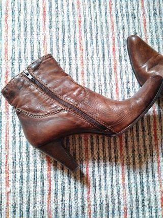 botines punta marrón