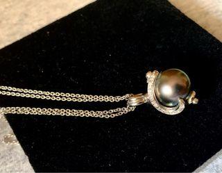 Collar con diamantes y perla negra