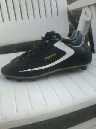zapato de fotbul, marca kipsta