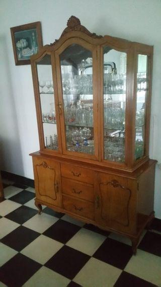 vitrina antigua de madera