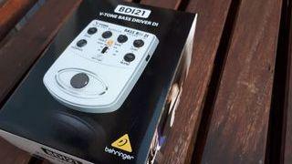 Pedal Bajo Behringer V-Tone Bass BDI21