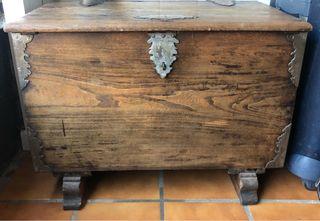 Arcón/Baúl de madera con herrajes