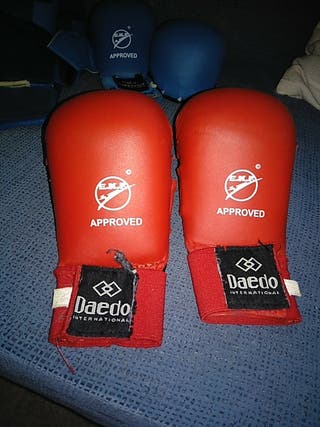 guantillas karate Daedo rojo niño