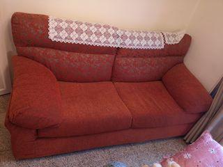 Conjunto de sofas de 3 y 2 plazas.