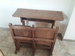 Pupitre de escuela de madera antiguo