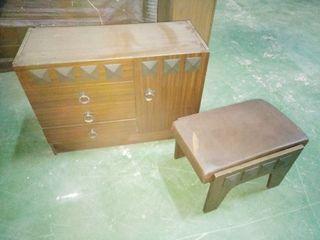 Vendo muebles antiguos castellanos para restaurar.