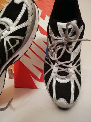 Nike Dart VI Plus Running Shoes