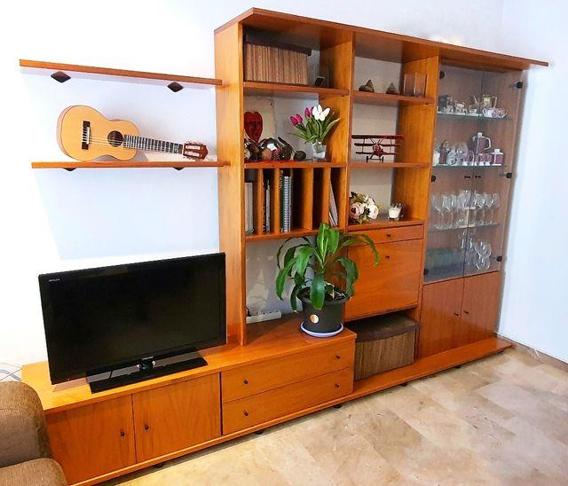 Mueble - estantería para televisión con vitrina