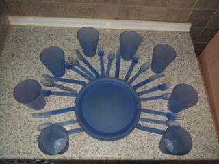 Conjunto de platos y cubiertos