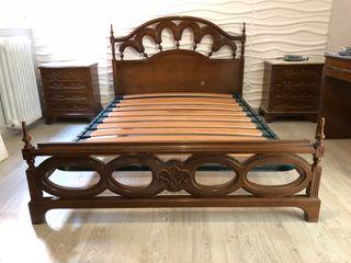 Dormitorio clásico de madera