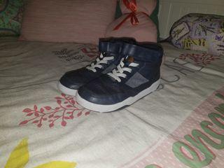 Zapatillas niño. Talla 33