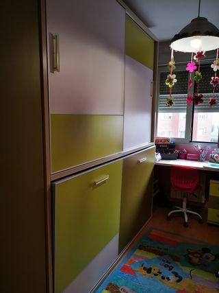 Habitación con Cama abatible y armario