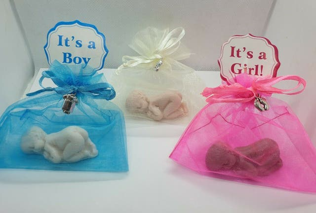 10 NEWBORN BABY SHOWER SOAP FAVOURS BOY GIRL